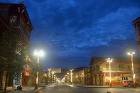 甘孜州道孚县八美镇街道夜景