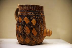 历史久远的陶器文物