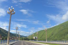 四川炉霍县城新的地标建筑