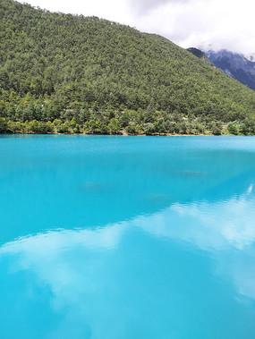 蓝月谷湖面