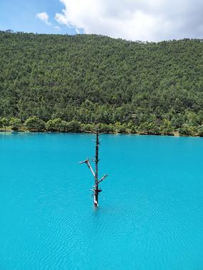 蓝月谷蓝色湖面