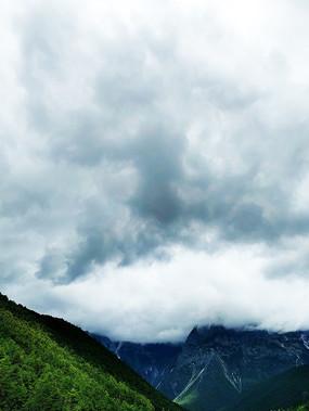 青山上的乌云云层