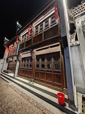 中式传统木结构房屋