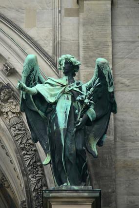 德国柏林大教堂-人物装饰铜像