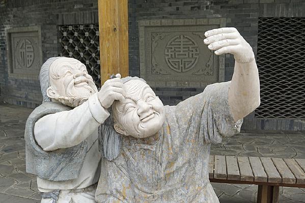 乡土民俗雕塑老年夫妻画眉