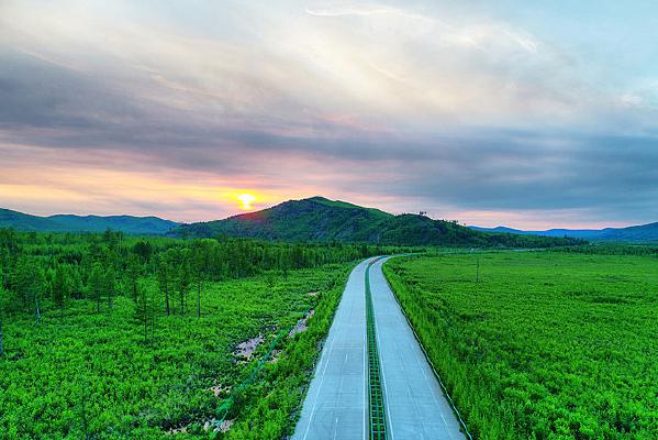 航拍漠河松林公路夕阳