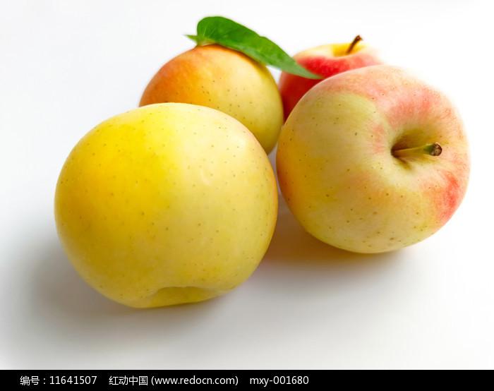 绿叶红苹果图片