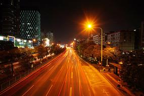 深圳布龙路车流灯轨
