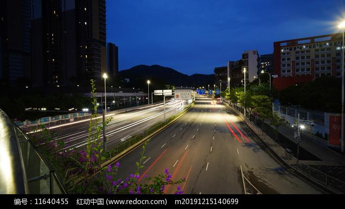坂雪崗大道車流燈軌延時攝影圖片