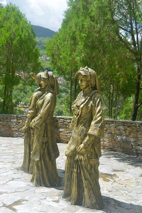 甲居藏寨观景台藏族姑娘塑像