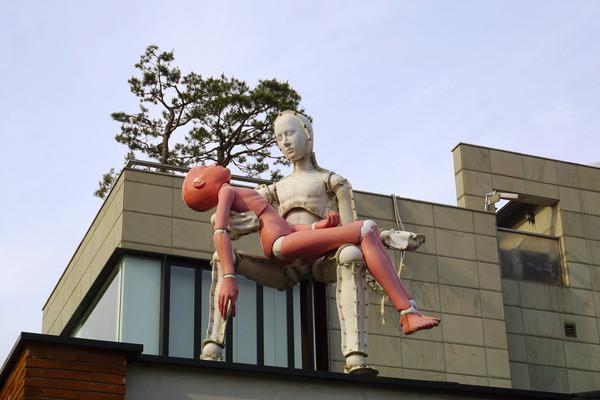 韩国三清洞文化街现代雕塑艺术