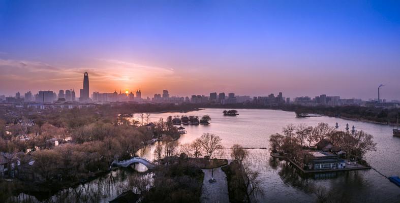 美丽的大明湖日落