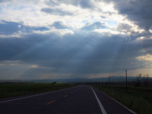 草原公路云影