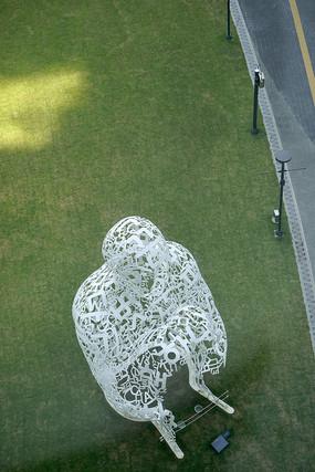 韩国乐天世界草坪韩文符号人物雕塑