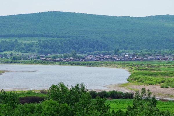 呼伦贝尔绿色原野河湾山村