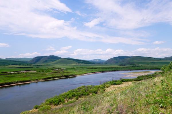 绿色原野河流
