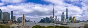 宽幅蓝天白云下的上海外滩全景