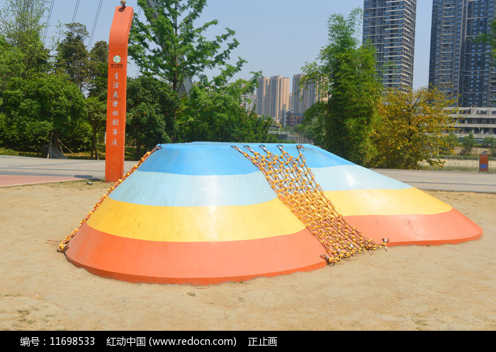 成都江滩公园儿童攀爬设施图片