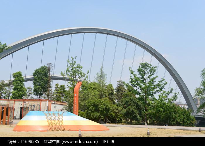 成都江滩公园智能攀岩游乐设施图片