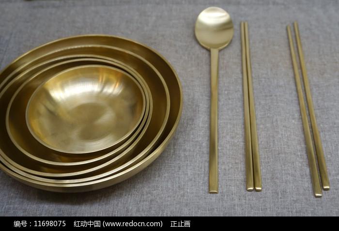 韩国传统黄铜碗筷图片