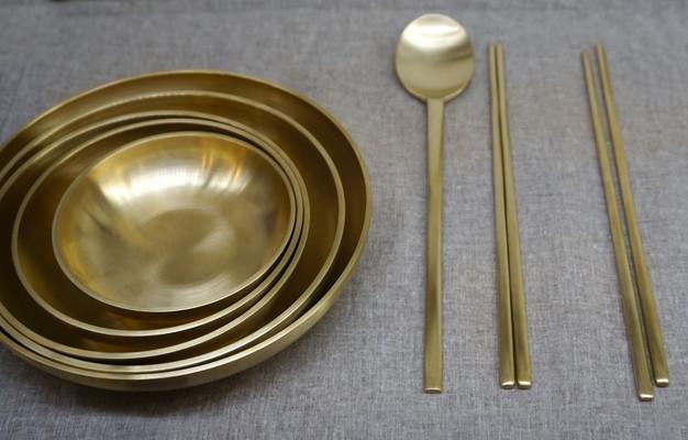 韩国传统黄铜碗筷