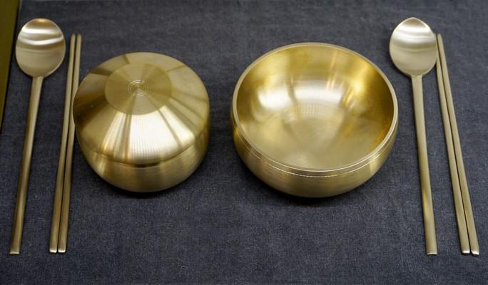 韩国传统金属碗筷