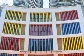 幼儿园色彩明快的外墙装饰