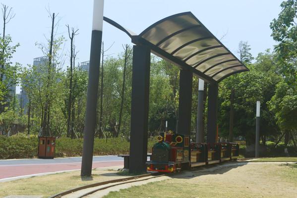 成都江滩公园儿童游乐小火车