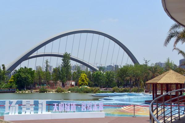 四川成都公园的户外游泳池