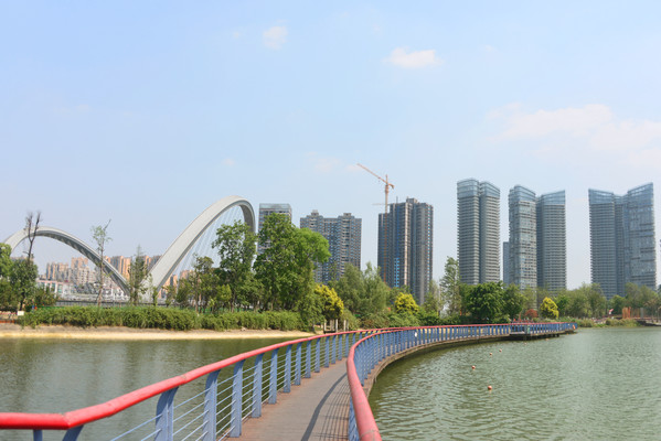 四川成都江滩公园周边城市