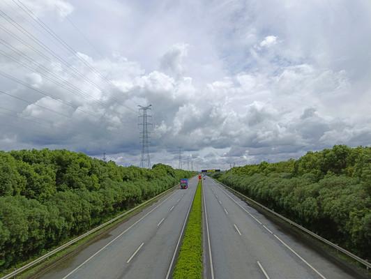 台风天高速道路