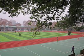 大学校园操场