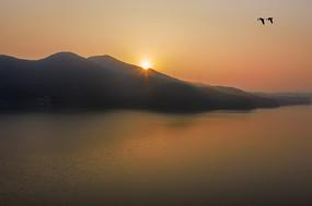 清晨湖上好风光