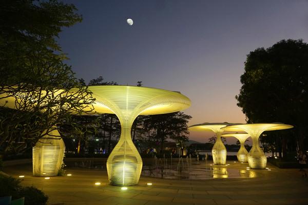 深圳欢乐海岸夜晚造型路灯
