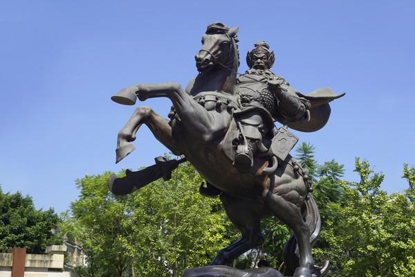 成都黄忠祠游园黄忠骑马塑像