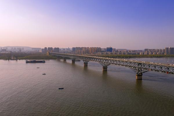 鸟瞰美丽的南京长江大桥