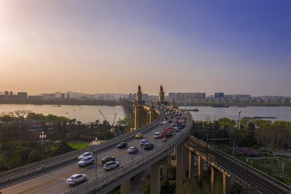 鸟瞰南京长江大桥