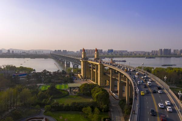 鸟瞰南京长江大桥全景