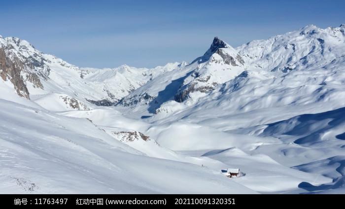 一望无际的雪山图片
