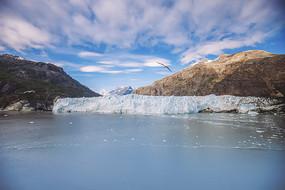 蓝天白云冰川山峰