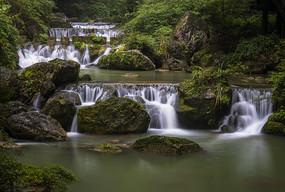 美丽的流水瀑布