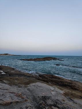 夕阳下的海平面
