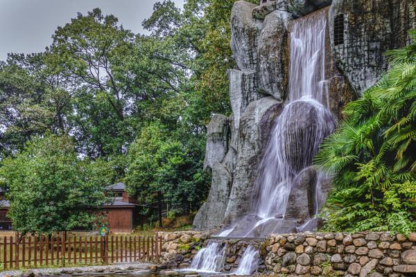园林流水瀑布图