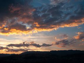 傍晚天空的彩霞